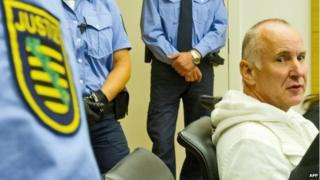 Detlev Guenzel (r), a 56-year-old German police officer, waiting for the opening of his trial at the court in Dresden, eastern Germany (August 2014)