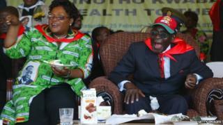 Zimbabwe's President Robert Mugabe (R) and Vice-President Joice Mujuru (L) in 2012