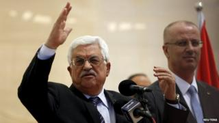 Palestinian President Mahmoud Abbas gestures as he speaks during the opening ceremony of a park in the West Bank city of Ramallah 5 April 2015