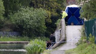 Officers search canal near Icknield Port Road