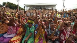 Ukulele players trying to beat the record in Tahiti