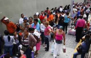 Supermarket queue, Venezuela