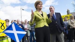 Nicola Sturgeon and Alex Salmond campaigning