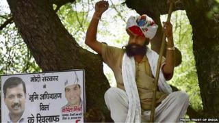Gajendra Singh at the rally minutes before his death