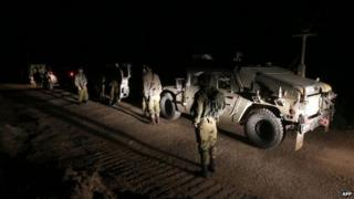 Israeli troops near Majdal Shams after an air strike reportedly killed militants in the Golan Heights (26 April 2015)