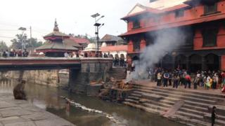 Cremations after the earthquake at Pashputinath temple