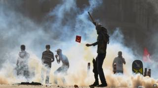 Turkish protesters clash with riot police at the city's main Taksim Square in Istanbul on 1 June 2013