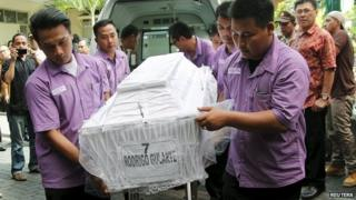 The body of Brazilian Rodrigo Gularte, who was executed earlier, arrives at a funeral home in Jakarta, Indonesia April 29, 2015