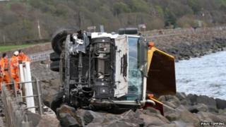 Lorry overturned at Skelmorlie