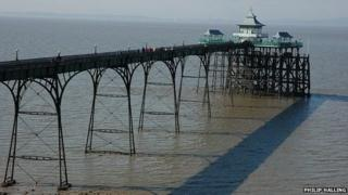 Clevedon Pier by Philip Halling
