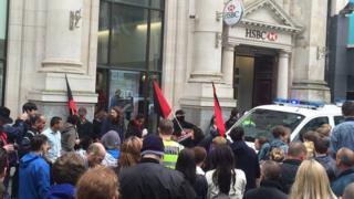 Protest yng Nghaerdydd