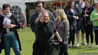 A lady throwing a knob