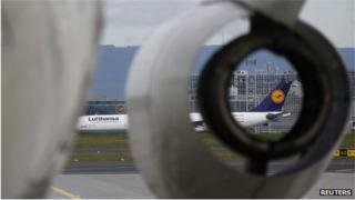 Lufthansa aircraft engine