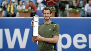 Andy Murray holding trophy