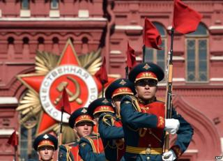 Russian soldiers parading in Red Square rehearsal, 7 May 15