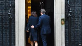 Samantha and David Cameron entering 10 Downing Street, 8 May 2015