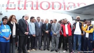 Ethiopian officials welcoming back group of Ethioipians
