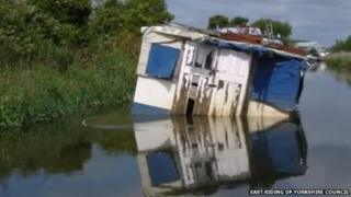 Abandoned boat on the River Hull