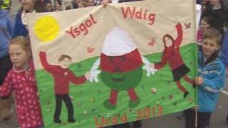 Children celebrate the Urdd