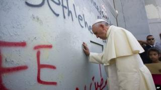 Pope Francis touches the wall that divides Israel from the West Bank (25 May 2014)