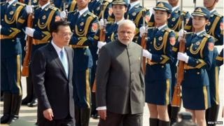 Indian Prime Minister Narendra Modi (R) and Chinese Premier Li Keqiang (L) review an honour guard during a welcome ceremony outside the Great Hall of the People in Beijing, China on 15 May 2015