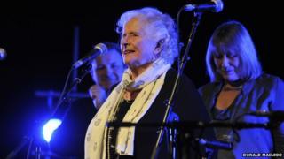 Flora MacNeil singing live