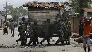 Troops remove a barricade in the capital Bujumbura. 16 May 2015
