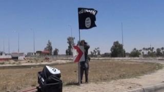 An image grab taken from a video uploaded on 18 May 2015 by Aamaq News Agency allegedly shows an IS flag in Ramadi