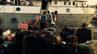 Refugees from Yemen arrive in Djibouti port - May 2015