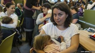 Breast-feeding protest in Budapest McDonald's (22 May 2015)