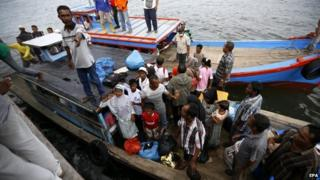 Myanmar and Bangladeshi Rohingya migramts arrive on a boat of local fisherman in Kuala Langsa, East Aceh, Indonesia, 15 May 2015