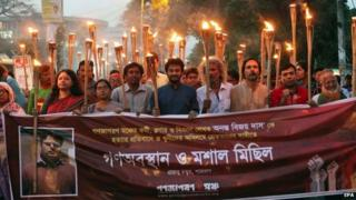 Activists protest against the killing of Bangladeshi blogger Ananta Bijoy Das in Dhaka (12 May 2015)