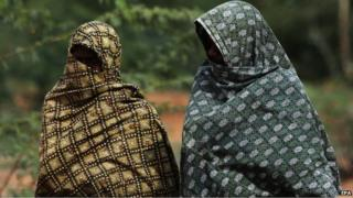 Indian men cover their body to protect against the heatwave in gauribidanur village, doddaballapur district, close to Karnataka and Andhra Pradesh border on 26 May 2015