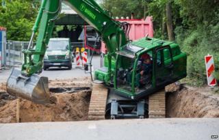Excavator near Muelheim bridge