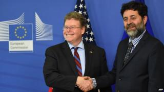 Negotiators Dan Mullaney of US (left) and Ignacio Garcia Bercero of EU Commission