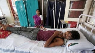 Dhanraj, 17, gets medical treatment in Jai Prakash Narayan hospital after suffering sunstroke and severe dehydration in Bhopal Madhya Pradesh, India, 27 May 2015.