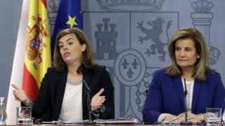 Spanish Deputy Prime Minister Soraya Saenz de Santamaria (L) during a press conference at La Moncloa Palace in Madrid, Spain, 29 May 2015.