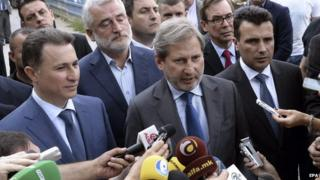 European Commissioner for European Neighbourhood Policy Johannes Hahn (centre), accompanied by the Macedonian Prime Minister Nikola Gruevski (left) and opposition leader Zoran Zaev (right), address the media