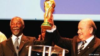 Former South African President Thabo Mbeki (L) and Fifa president Sepp Blatter (R) in 2006