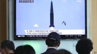 People watch the testing of a South Korean missile (03 June 2015)