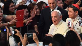 Pope in crowd in Philippines