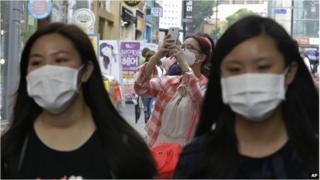 Women wearing masks in Seoul, South Korea (8 June 2015)