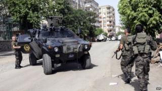 Turkish special forces position themselves during clashes in centre of Diyarbakir. 9 June 2015