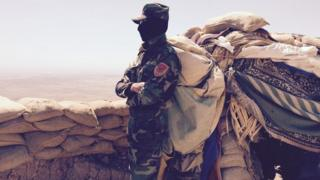 Kurdish fighter on the front line in Zartak Mountain