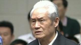 Screen grab of Zhou Yongkang in court on 11 June 2015
