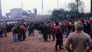 Striking miners and police at Orgreave