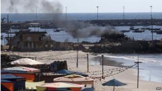Smoke rising from beach where Israeli strike killed four Palestinian children (16/07/14)