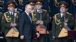 Russian President Vladimir Putin leaves a podium at the Army-2015 international military show outside Moscow, 16 June 2015