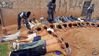 Picture taken 02 July 2003 during the capture of the members of a gang, in Tegucigalpa, Honduras.