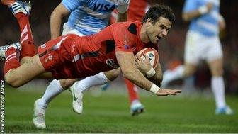Mike Phillips Wales try